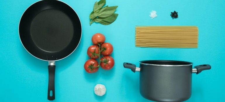 Pan and pot-pack kitchenware for moving