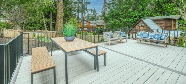 Furniture and decorations for the backyard